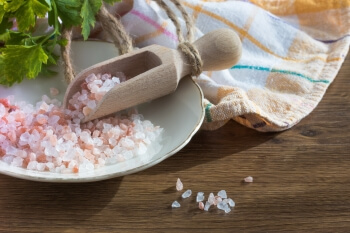 Pink Himalayan salt in a scoop