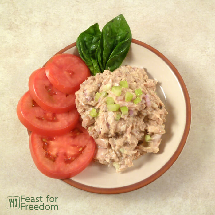 Tuna salad with tomatoes and basil